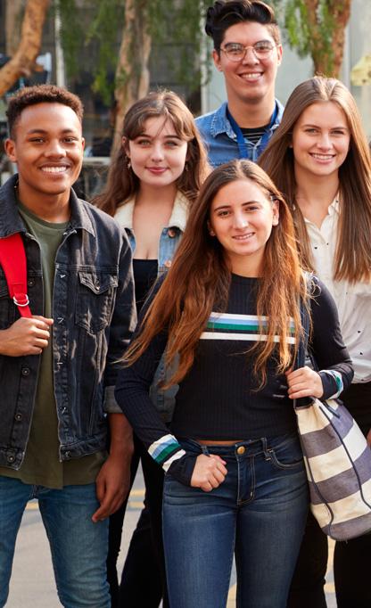 jeunes lycéens souriants