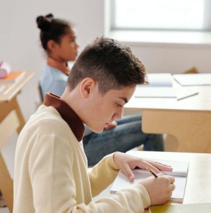 élèves au travail